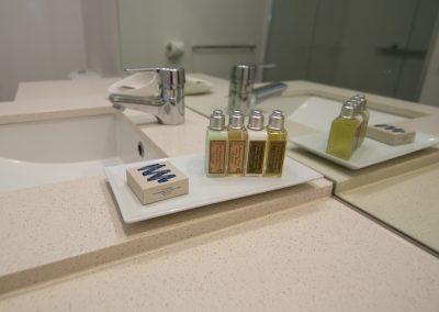 2 Bedroom Pool View Main Bathroom