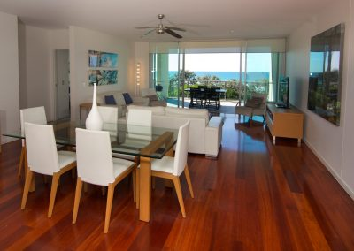 3 Bedroom Beach Front Dining Room